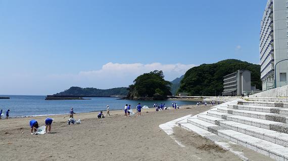 松崎海水浴場の清掃