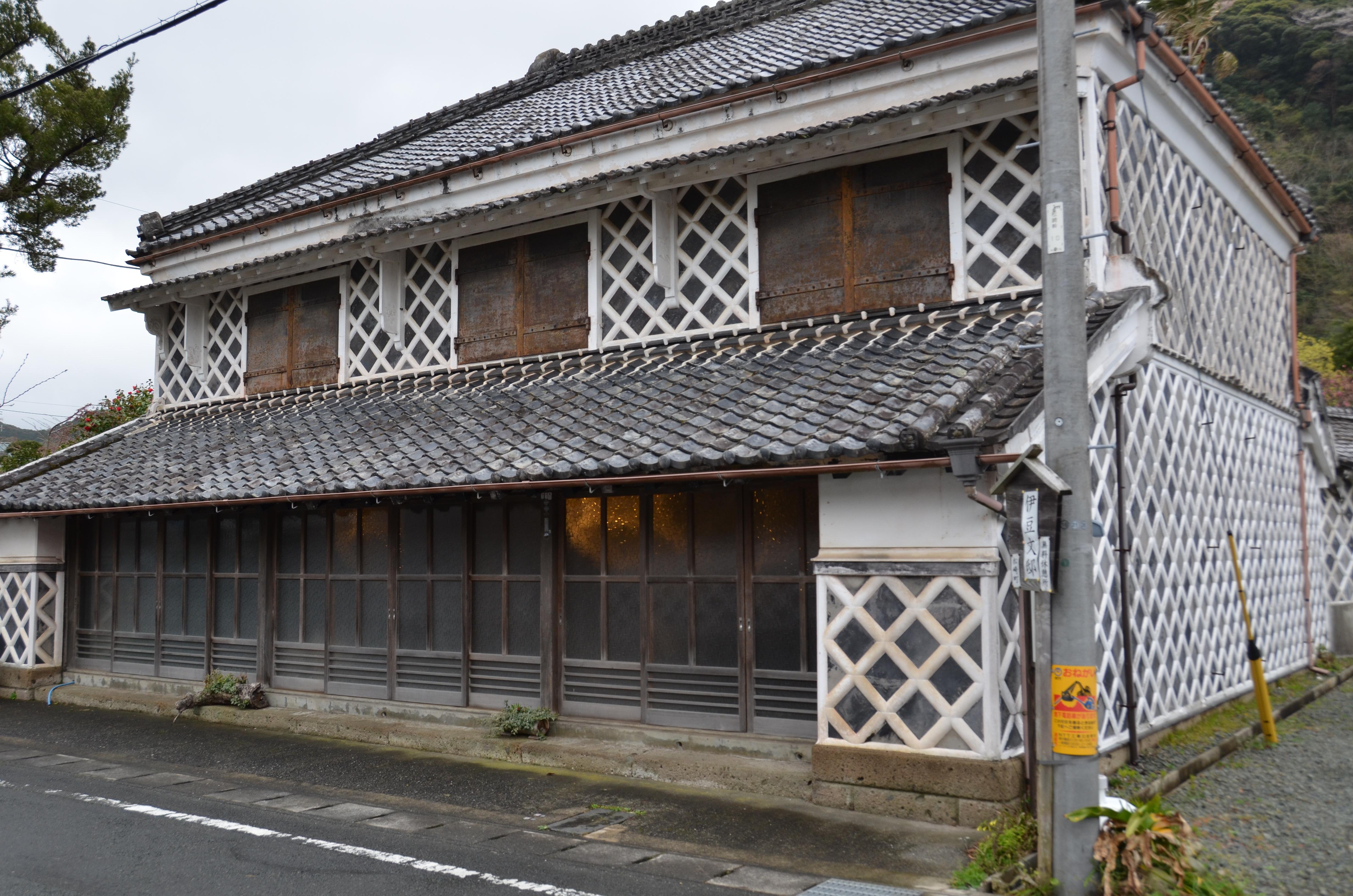 伊豆文邸に五月人形が展示されました。