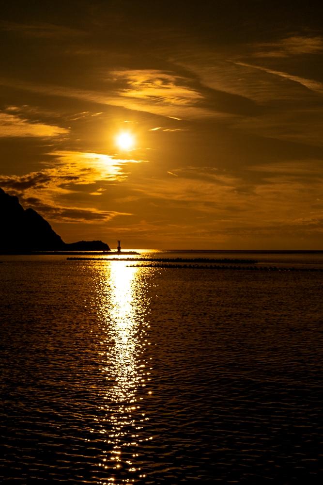 【松崎の夕陽】本日は秋雲がきれいでした