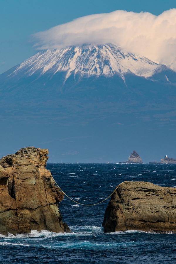 【雲見富士】暖かい冬、雪もまだ浅めです