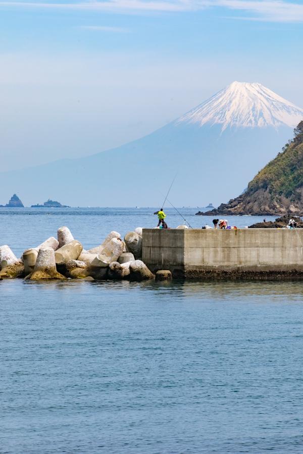 【石部からの富士山】釣りに人気のスポットです♪