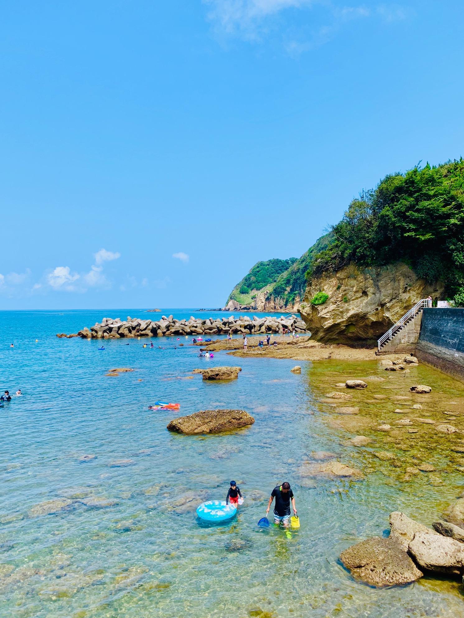 【岩地海水浴場】磯遊びも楽しそう!