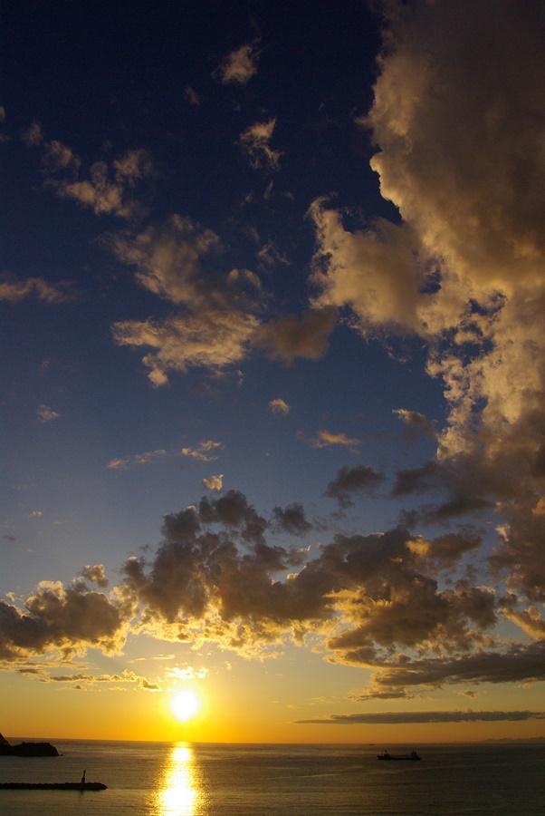 【松崎海岸からの夕陽】夕陽がきれいな季節です。