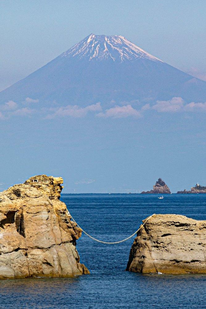 【雲見富士】秋も深まり美しい景観が楽しめます。