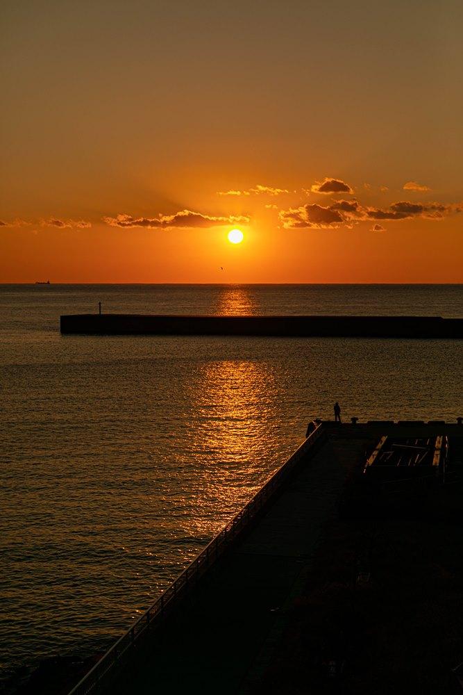 【駿河湾に沈みゆく夕陽】松崎新港より