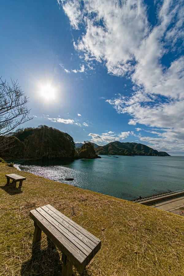 【松崎新港】のんびりベンチでひなたぼっこ
