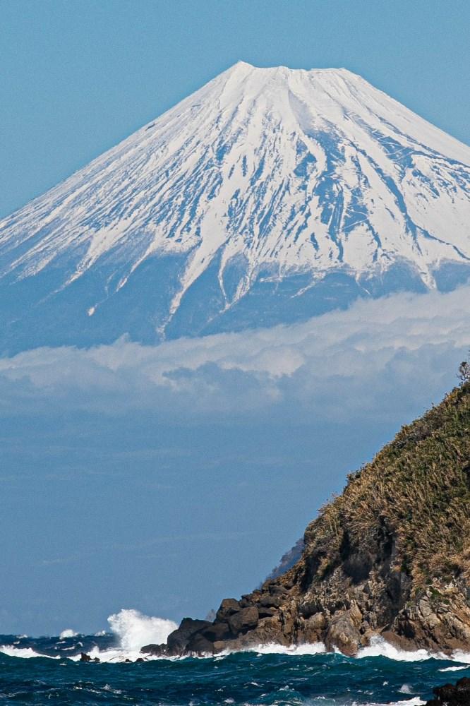 【石部富士】春風に白波がたっています