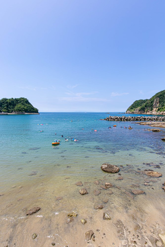 【8月に入りました】梅雨も明け爽やかな岩地海岸