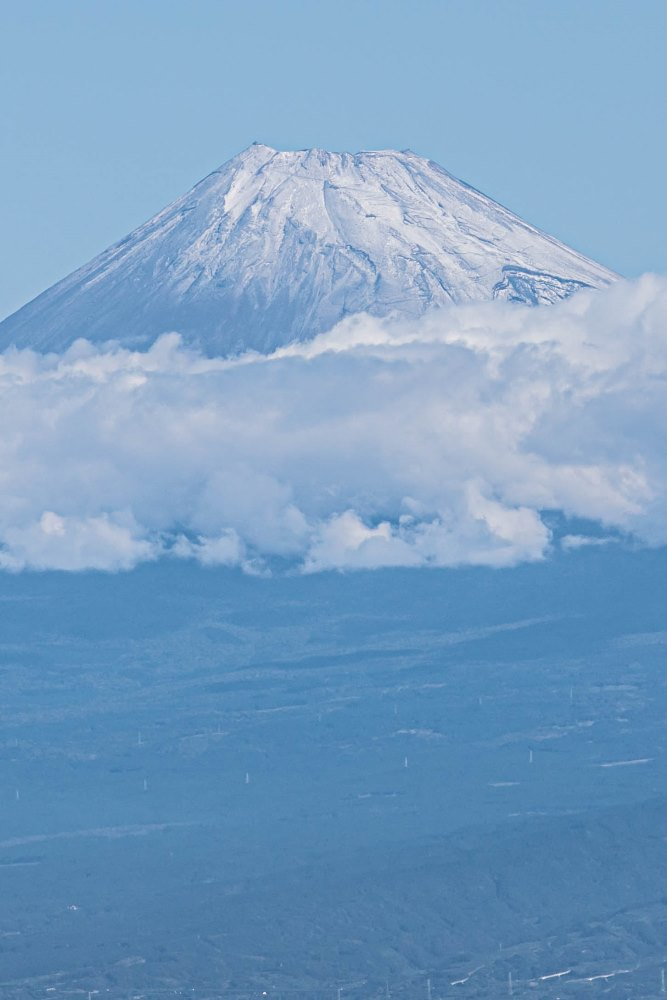 【富士山】初冠雪が観測されました。