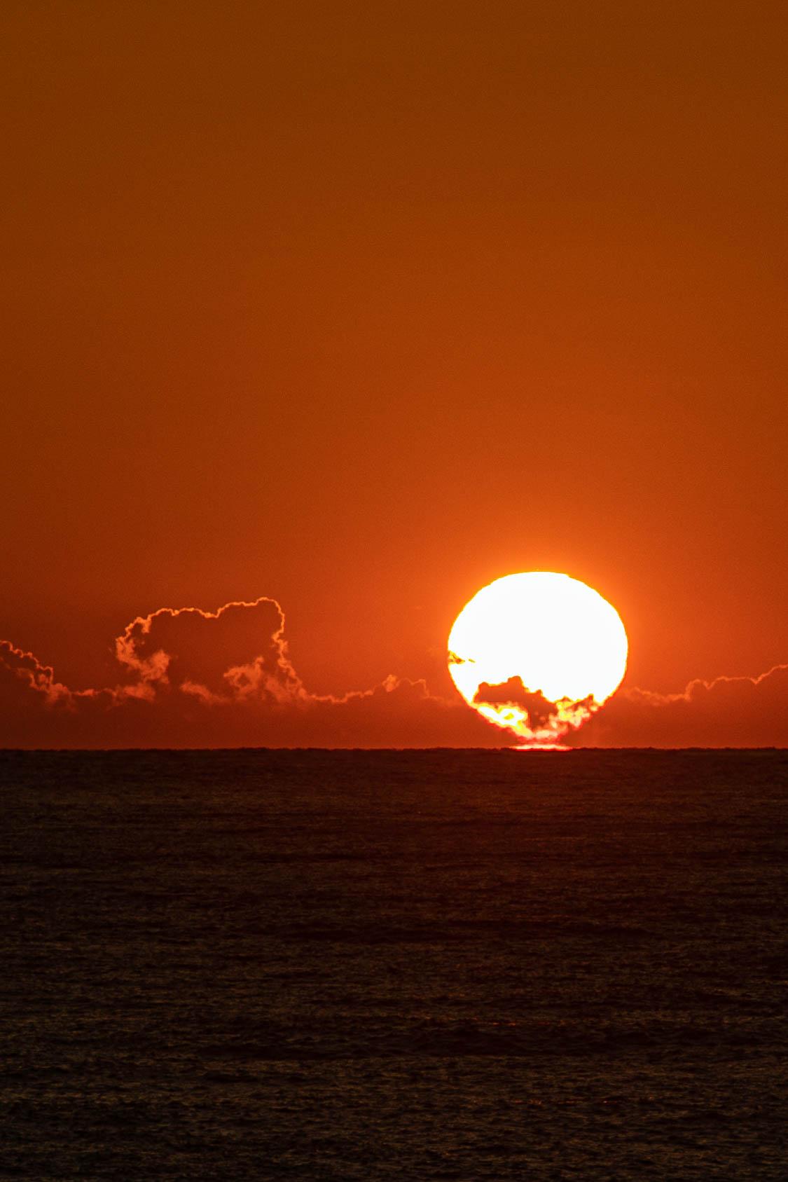 【秋の夕陽】松崎海岸より
