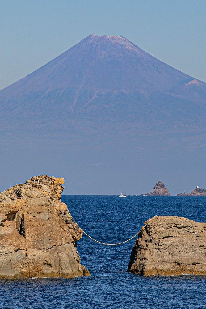 【本日の富士山】雲見海岸より