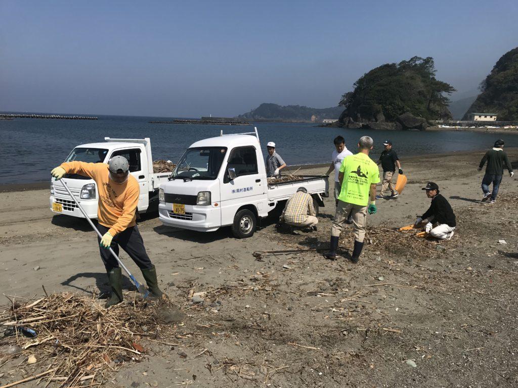 松崎海岸の清掃活動を行いました。